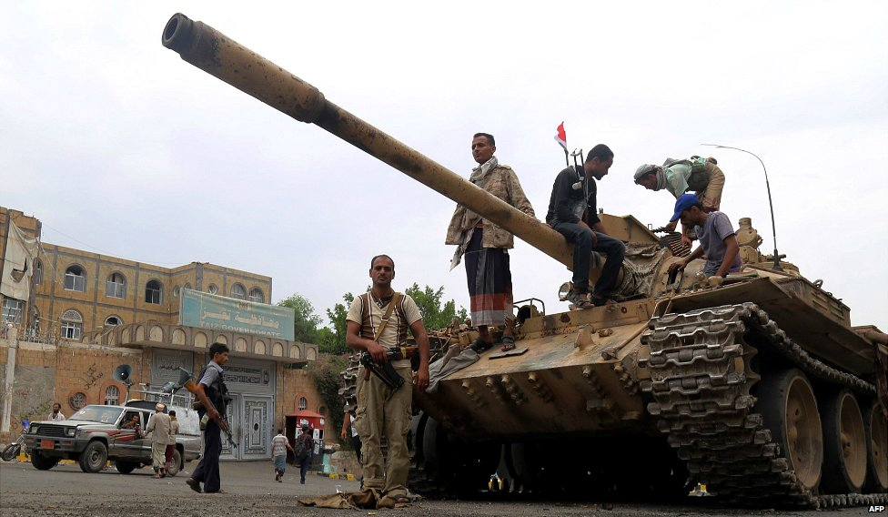 Fighters loyal to Yemen's exiled government stand guard in Taez, after they seized it from rebel fighters - 18 August 2015
