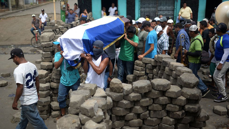 Entierro de un manifestante antigubernamental en Nicaragua.