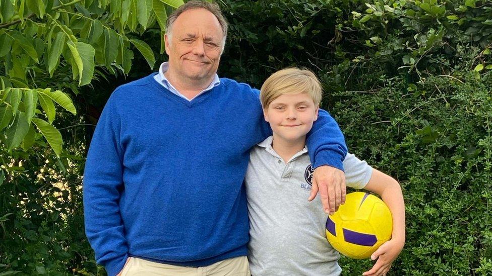 Marco Van Ranst con su hijo Milo