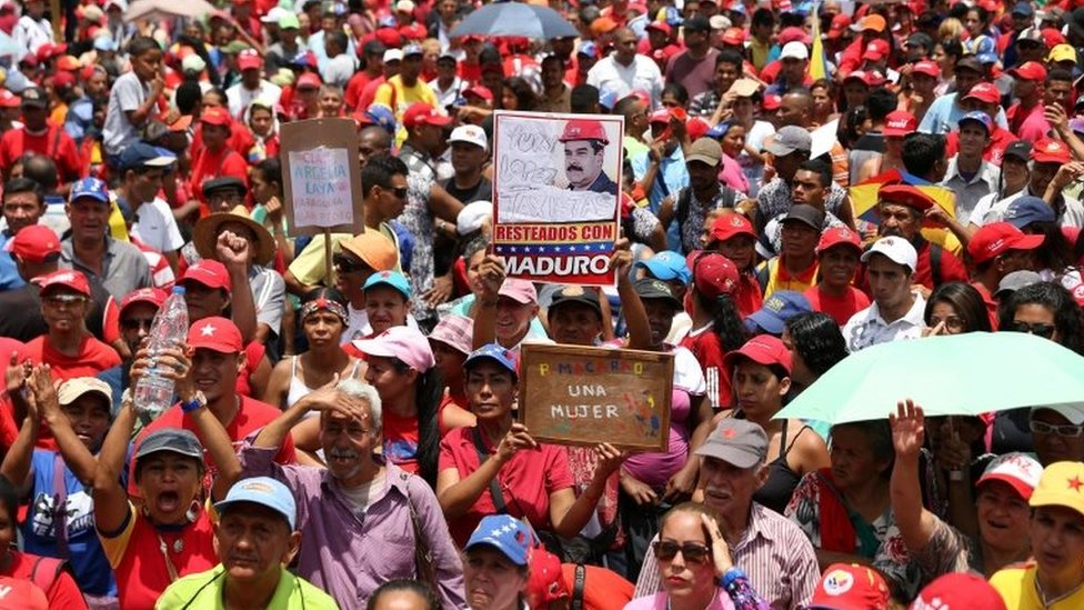 Government supporters attend a rally in Caracas, Venezuela April 19, 2017