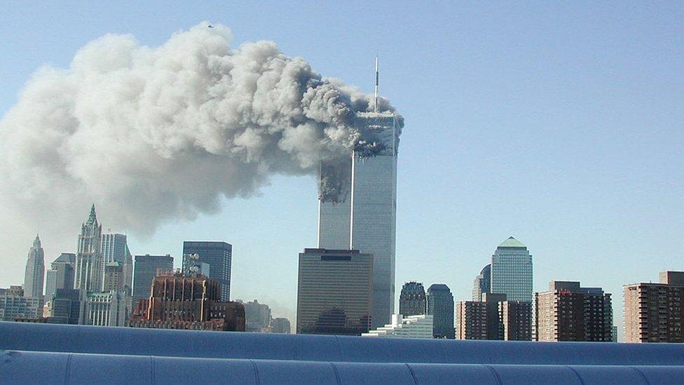 Humo saliendo de las Torres Gemelas tras los ataques del 11 de septiembre