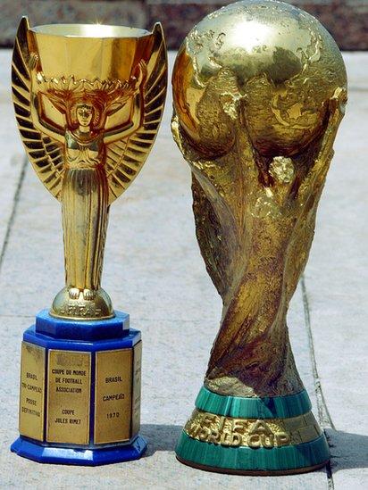 El trofeo Jules Rimet fue reemplazado por el trofeo FIFA en 1974.
