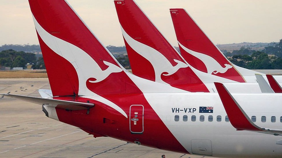 Qantas to cut 2000 workers as airline outsources grounds handling operations