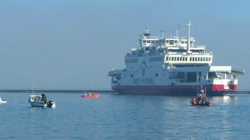 Run aground ferry captain and mate suspended