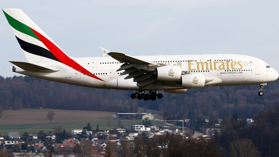 Avión de Emirates.