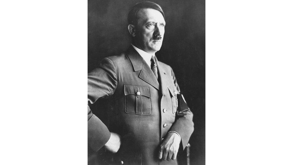 Adolfo Hitler.