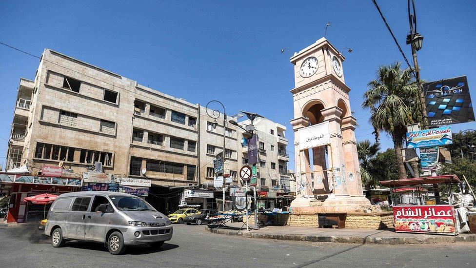 Sat na trgu u Idlibu