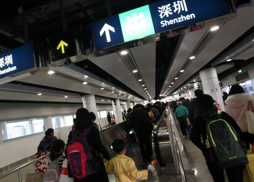 نقطة لو وو الحدودية بين هونغ كونغ ومدينة شينزين الصينية