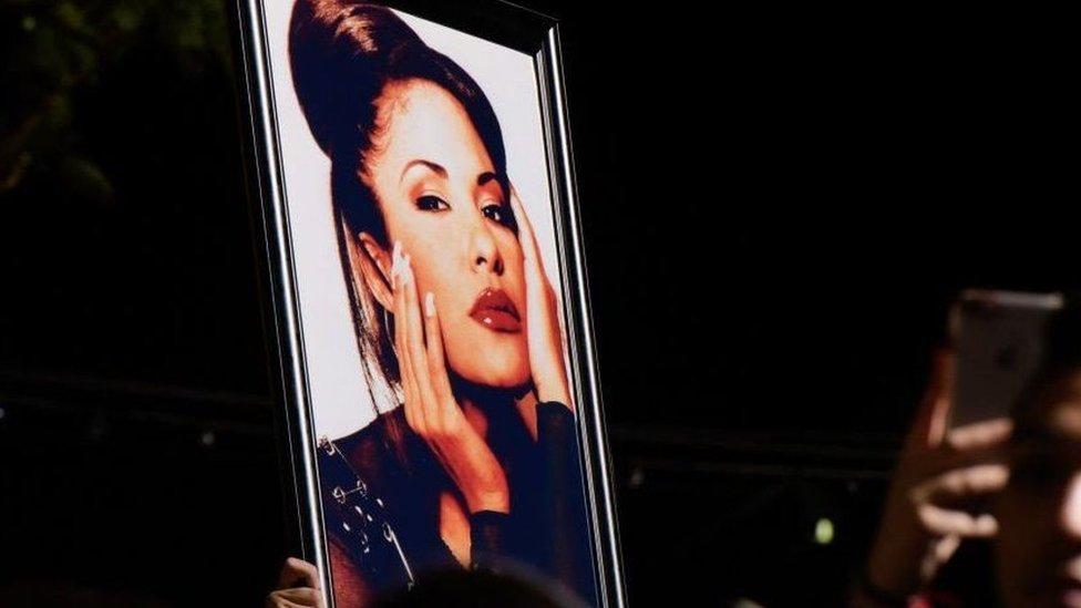 Una foto de Selena