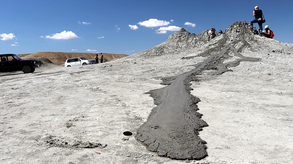 Na zemlji: Blato se izliva iz vulkana Dasghil u Azerbejdžanu
