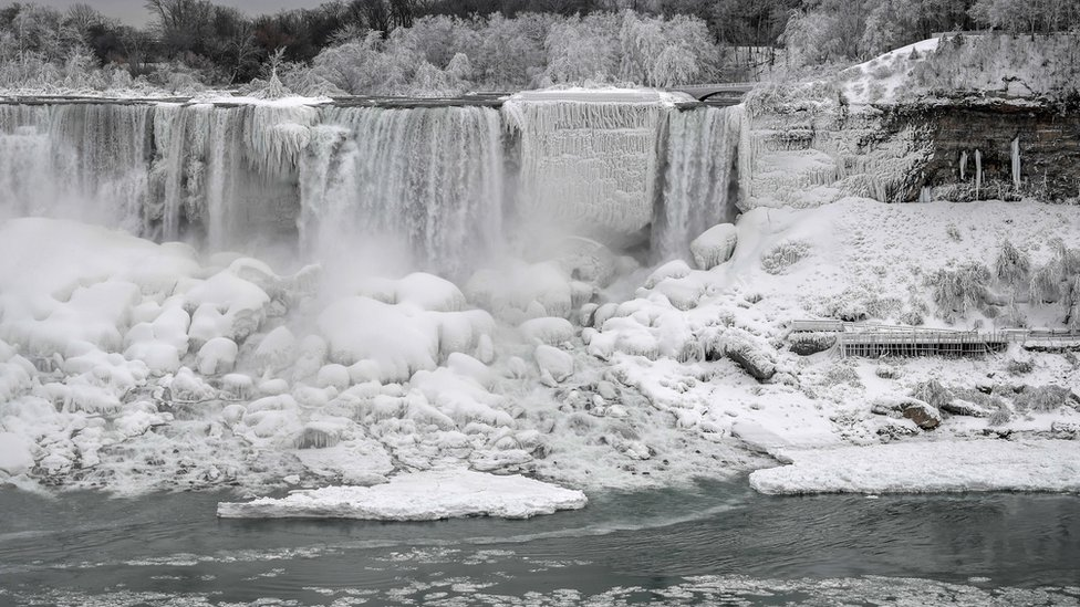 Niagara Falls becomes a winter wonderland