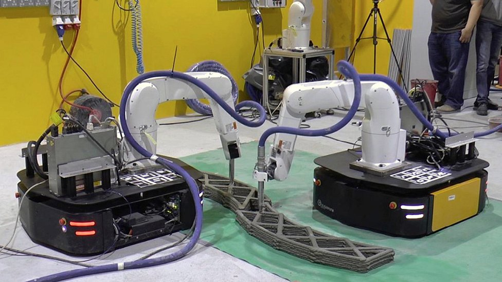 Mobile robots cooperating to 3D print large structures