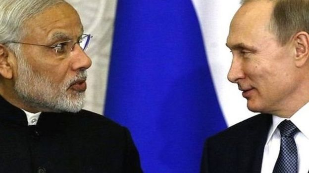 El primer ministro de India, Narendra Modi (izq.) y el presidente de Rusia, Vladimir Putin.