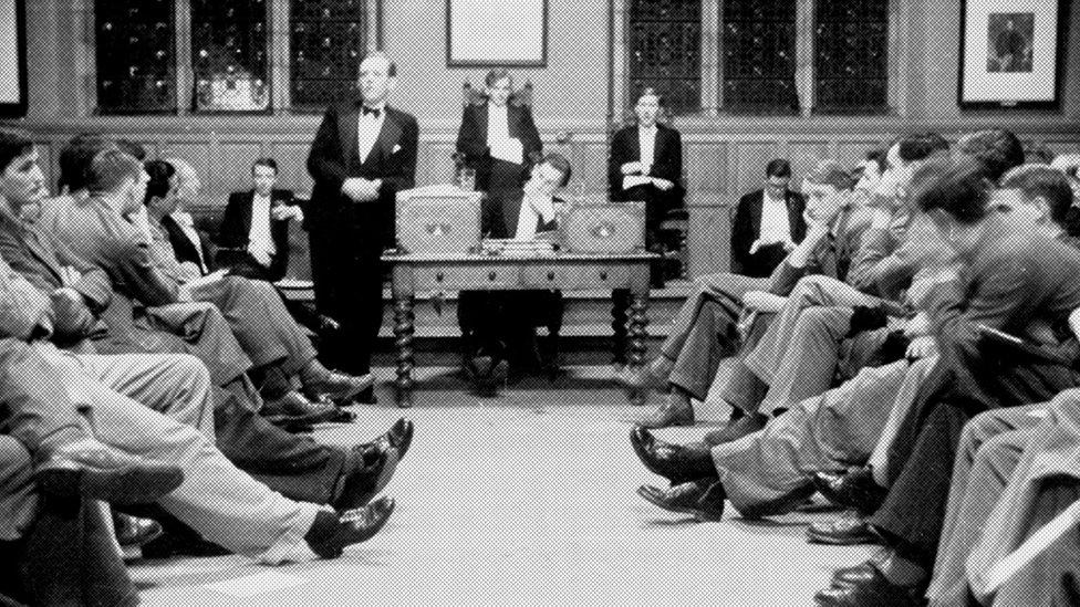 بدأ نادي الحوار الذي جمع خيرة العقول عام 1823