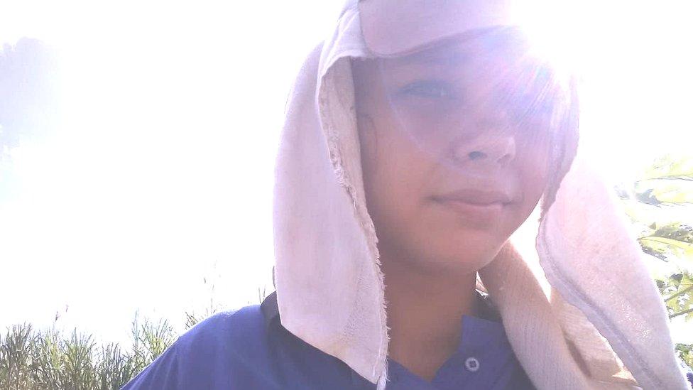 18 yaşındaki Dhuliana Pereira, ailesinin çiftliğinde çalışıyor.