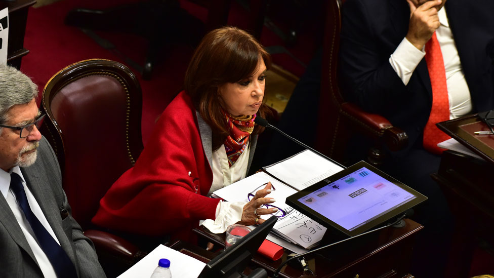 Cristina Fernández de Kirchner en su banca del Senado