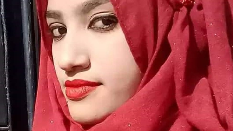 16 смертних вироків у Бангладеш: школярка пожалілася на директора - її спалили заживо