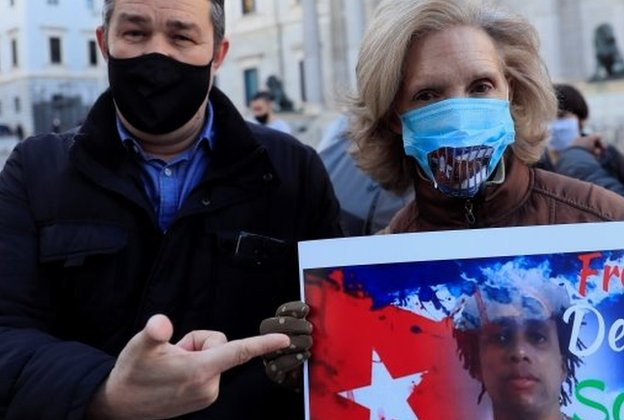 Protesters in Madrid demand the freedom of Cuban activist and musician Denis Solis