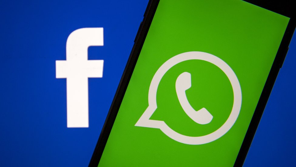 Ilustrasi logo Facebook dan WhatsApp.