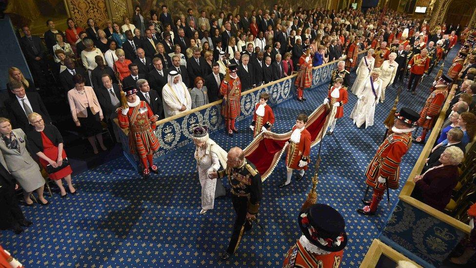 الملكة إليزابيث والأمير فيليب في افتتاح البرلمان عام 2016