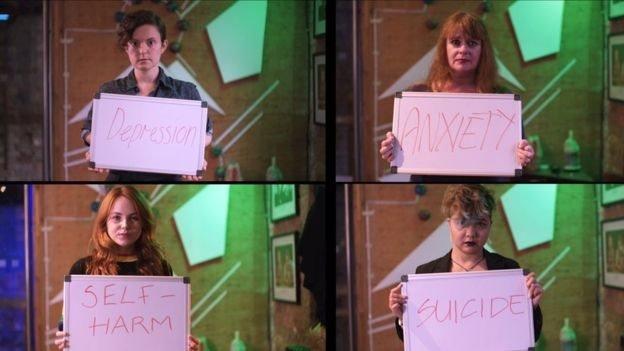 Cuatro personas con carteles que dicen: depresión, ansiedad, autolesiones y suicidio