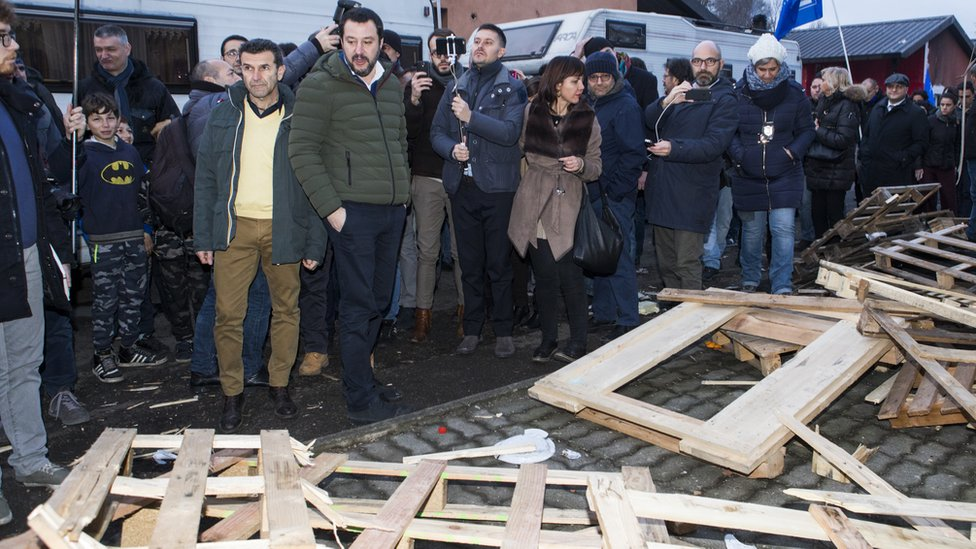 Matteo Salvini began the electoral campaign at the Gypsy camp of Via Germagnano, on the outskirts of Turin, on February 1, 2018