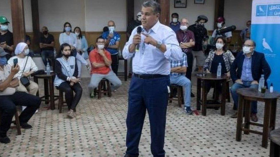 عزيز أخنوش زعيم حزب التجمع الوطني للأحرار خلال حملة انتخابية