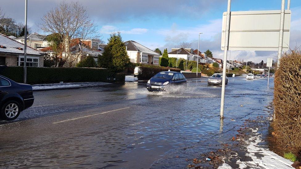 Bearsden burst water main causes Glasgow supply problems