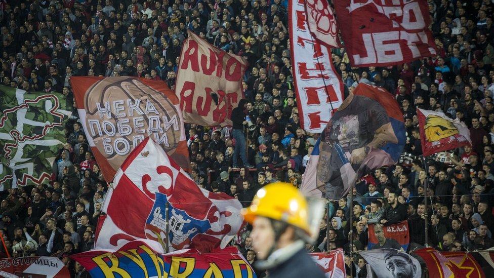 Navijači na utakmici Crvena Zvezda - Liverpul