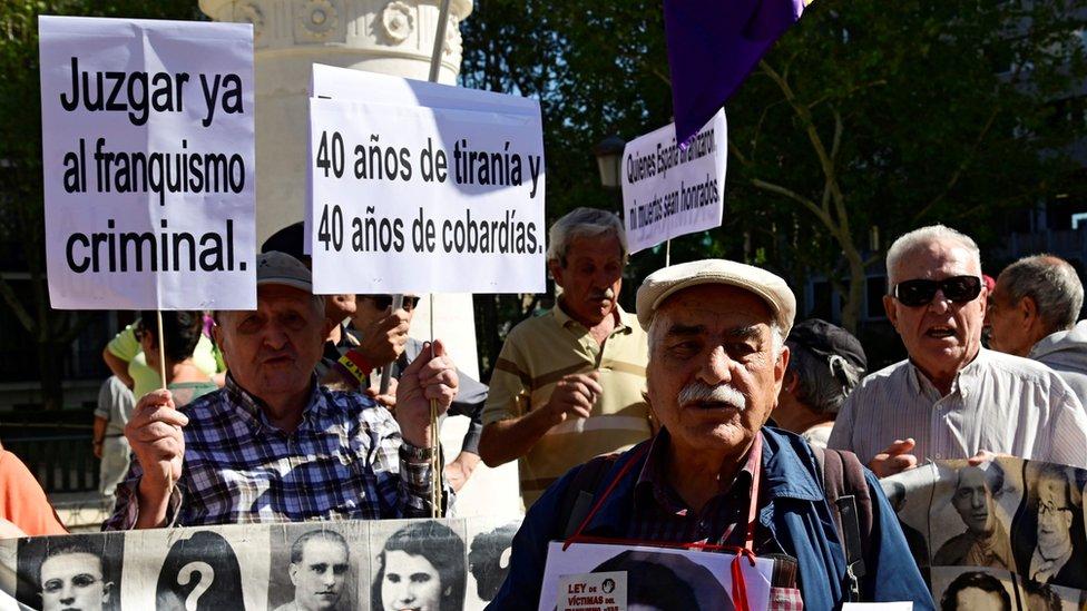 Más de 40 años después de la muerte de Franco, su figura sigue creando polémica en España.