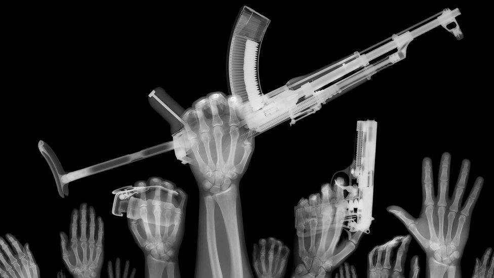 Armas extrema derecha