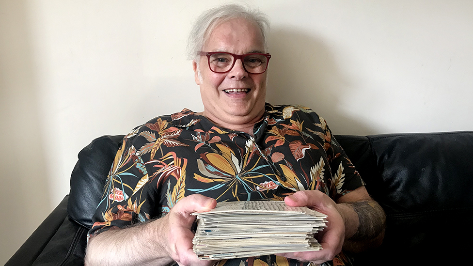 斯圖·普林斯收藏的明信片多達幾千張。