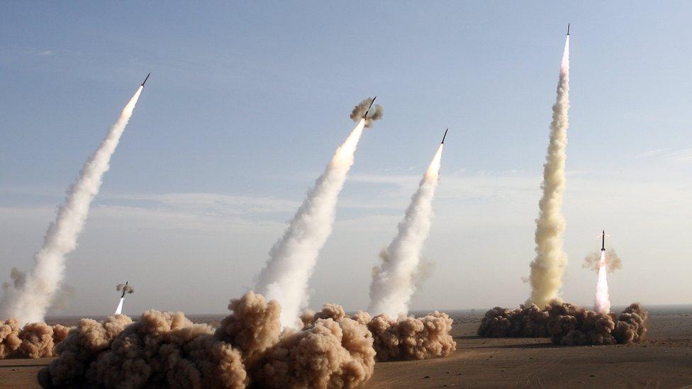 صواريخ إيرانية أٌطلقت في مناورات عسكرية
