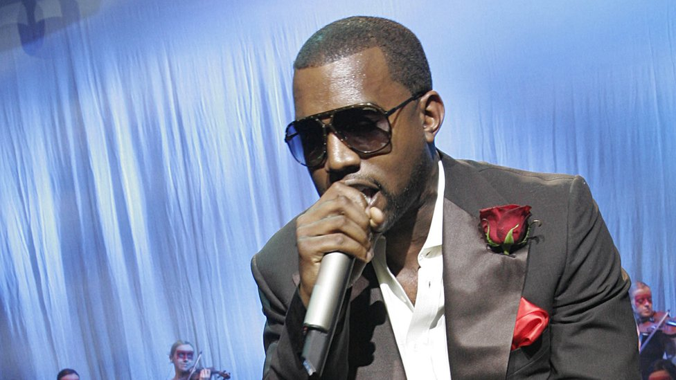 BBC News - Kanye posts photos of his record deal amid dispute