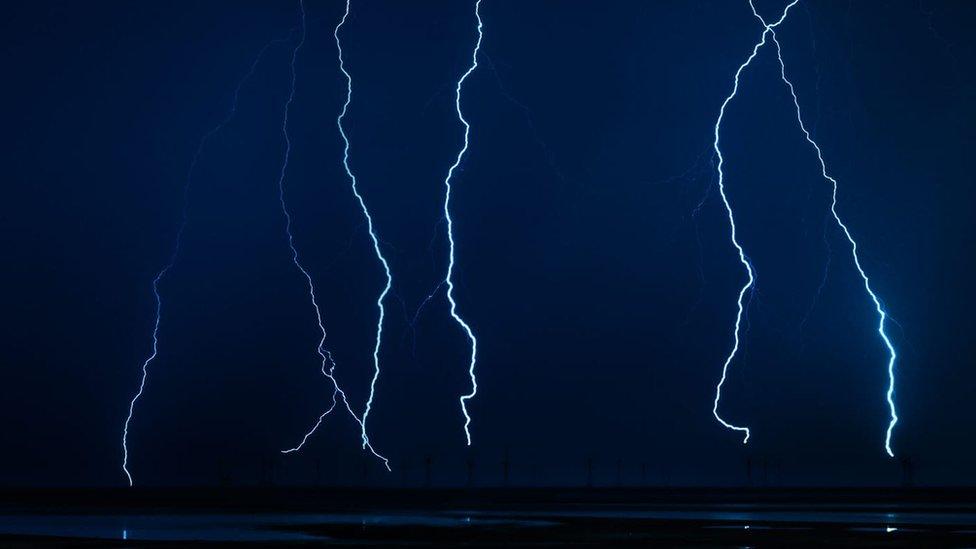 Niz munja uslikan iznad rezervata prirode Severni Valni u Kumbriji