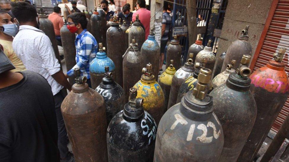 Tanques de oxígeno en India.