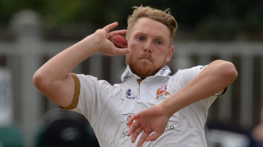 County Championship: Essex win relegates Worcestershire back to Division Two