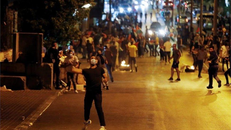 Batı Şeria'da Filistinliler Kudüs'te yaşananlar sonrası protestolar düzenledi.