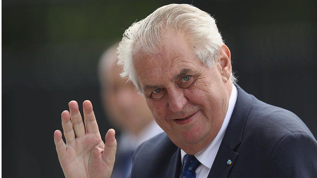 Президент Чехии не может больше работать, но остается в должности. Что дальше?