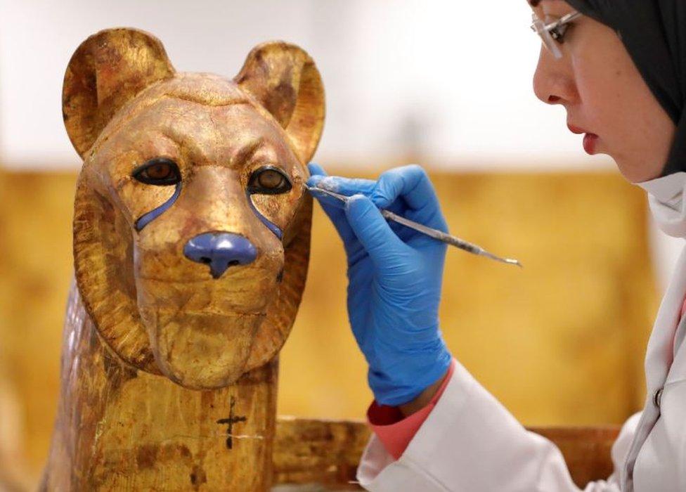 Restoration of the throne of Tutankhamen
