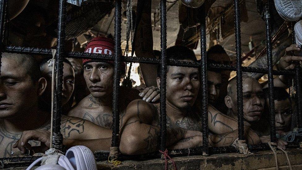 Reos en una celda abarrotada en el penal de Quezaltepeque, El Salvador. 9 de noviembre de 2018
