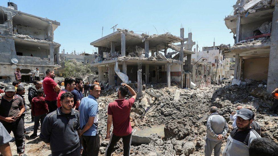 Banyak rumah hancur di Gaza akibat gempuran Israel.