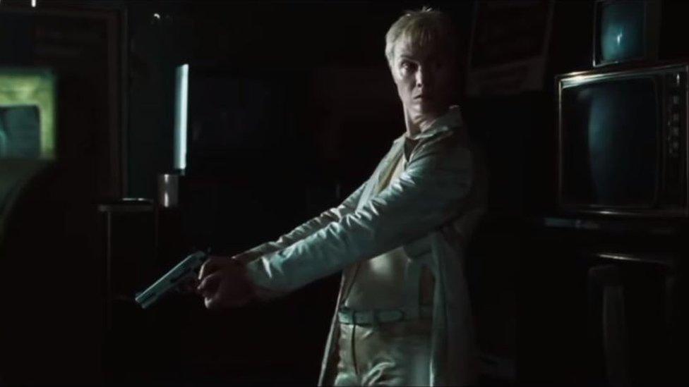 Belinda McClory en el personaje de Switch, en Matrix.