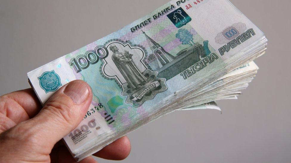 Половина россиян получает зарплату меньше 34,3 тыс. рублей