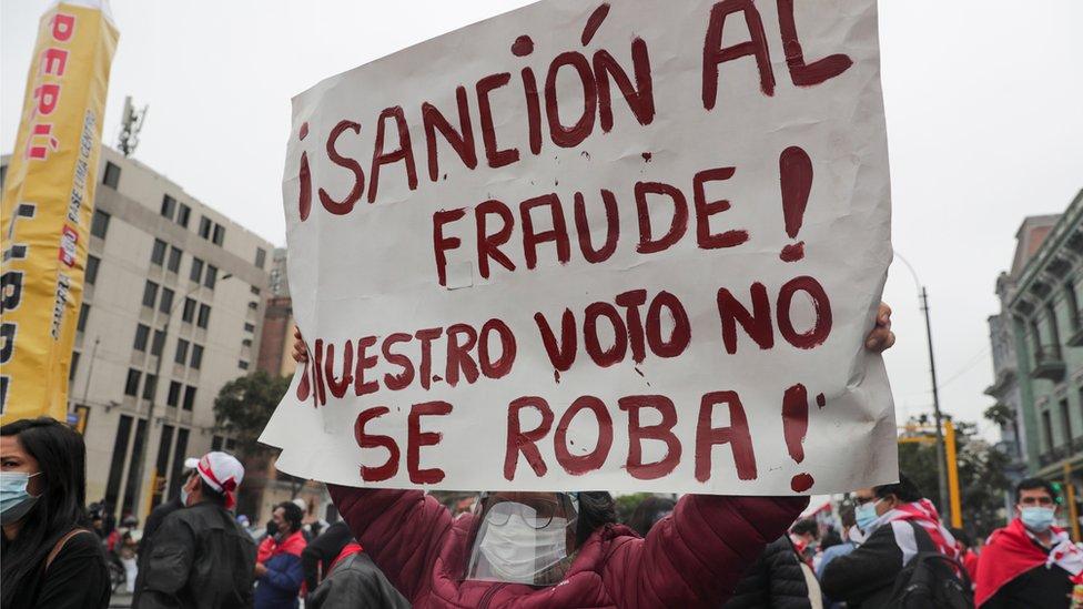 Cartel contra el fraude electoral en Perú