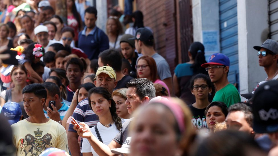 People queue to vote in Caracas