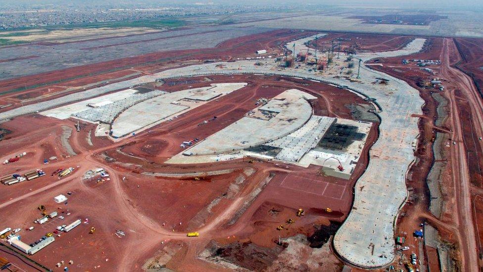 Vista de las obras del nuevo aeropuerto en Texcoco.