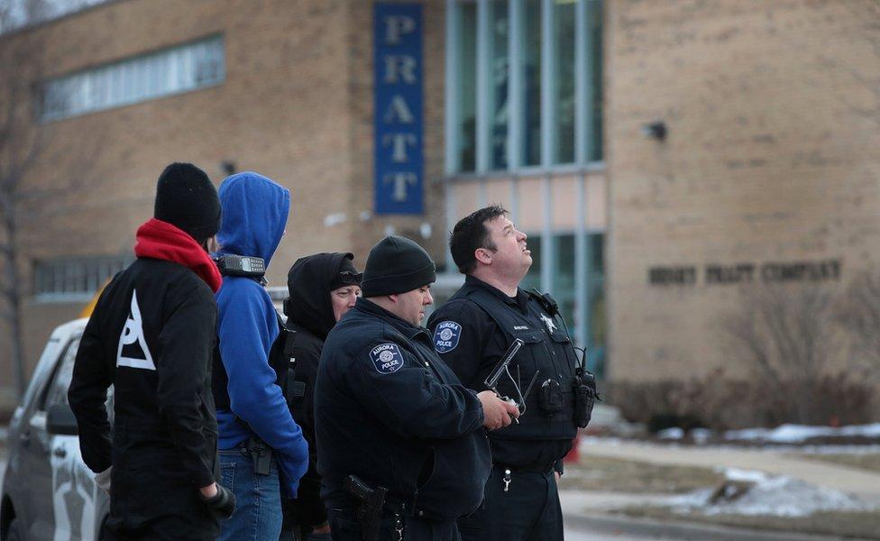 Коли почалася стрілянина, поліція отримала одразу кілька дзвінків із закликами про допомогу