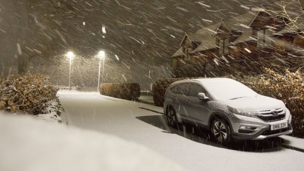 Storm Deirdre: Wind, snow and rain hit parts of UK