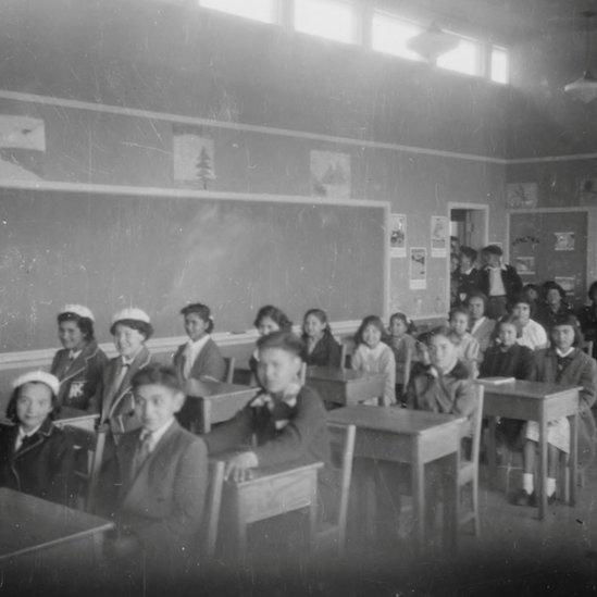Alumnos de la Escuela Industrial de la Isla Kuper